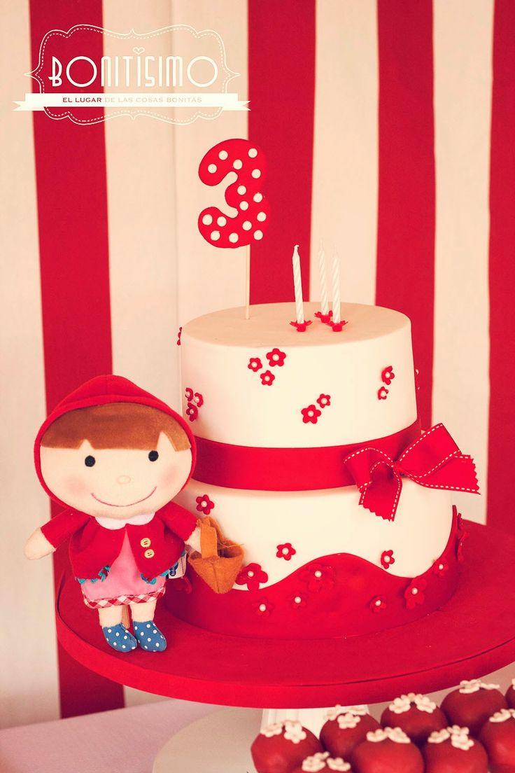Tercer cumpleaños de Marta: Tarta caperucita roja /  little red riding hood cake