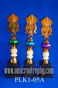 Harga Piala Plastik di Surabaya Jual Trophy Piala Penghargaan, Trophy Piala Kristal, Piala Unik, Piala Boneka, Piala Plakat, Sparepart Trophy Piala Plastik Harga Murah