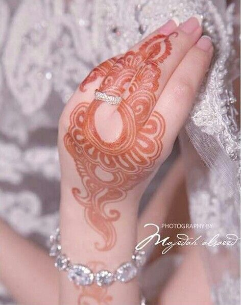 The ring with henna luks gorgeous