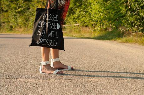 Stylizacja bransoletka By Dziubeka, bransoletka Mohito, torebka All Bag, sukienka Yups!