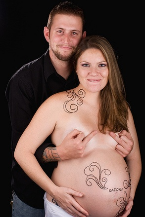 Yes, this is exactly what I was thinking for prenatal photos!!!