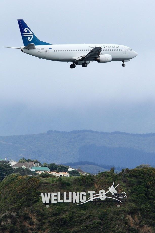 Air New Zealand Boeing 737-3U3 ZK-SJC on final approach to Wellington-International, August 2012. (Photo: Hagen Hopkins / Getty Images)