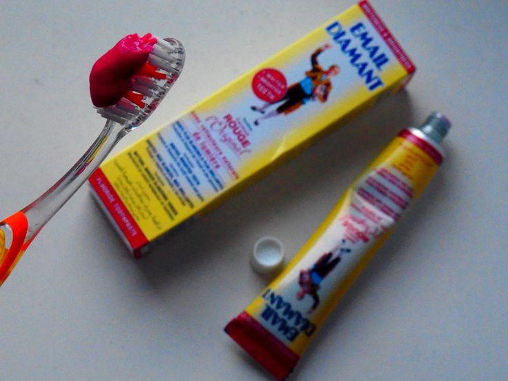 Pasta wybielająca do zębów - która jest najlepsza? Na którą warto wydać pieniądze? Dzisiaj krótki test 4 popularnych past wybielających do zębów!