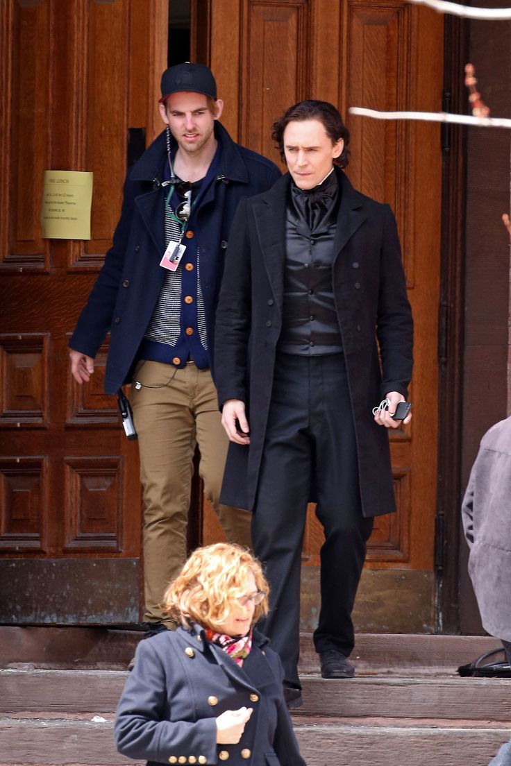 Tom Hiddleston seen dressed in costume while filming scenes for the new movie 'Crimson Peak' in Toronto on April 16, 2014 [HQ]