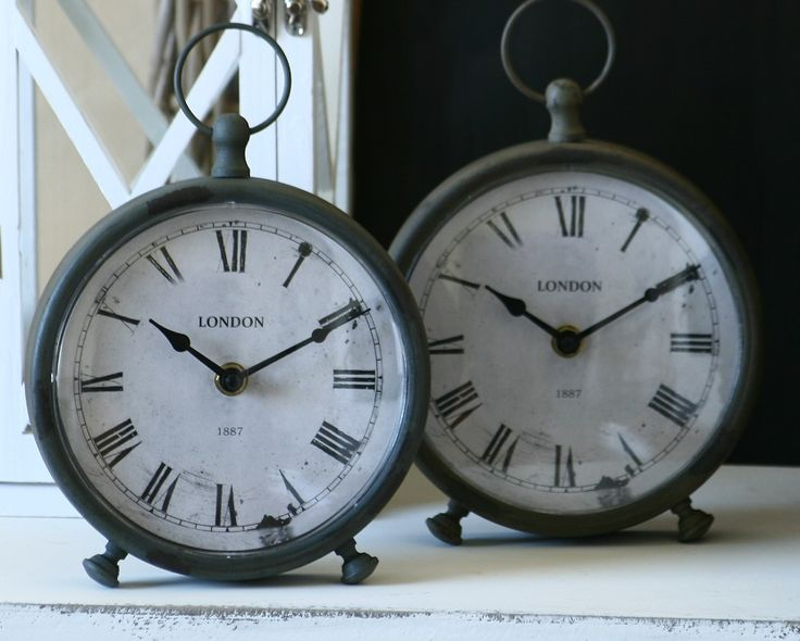 Zegary stylizowane na stare i zniszczone