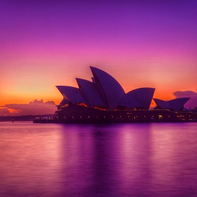 So happy we woke up early to catch the mix of beautiful colours that come out with the sunrise in Australia. A perfect canvas for the beautiful Sydney Opera House.