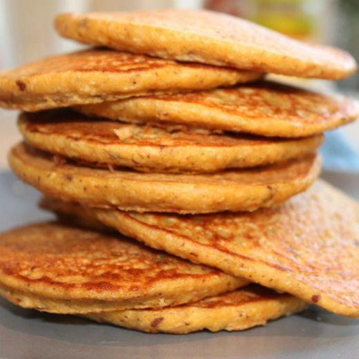 Um só produto reúne tudo aquilo que é necessário para o pequeno-almoço: proteína, hidratos de carbono e gorduras saudáveis. A receita é super simples e faz-se em cinco minutos. Tome nota.Ingredientes: — Três colheres de sopa de aveia; — Um ovo inteiro; — Uma banana; — Uma colher de chá de essência de baunilha. Modo … Continued