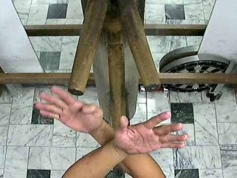 Wing Chun Wooden Dummy Form. Jimmy. 29Sep09'. - YouTube Una explicación lenta y detallada de algo que cuando lo vemos parece mágico.