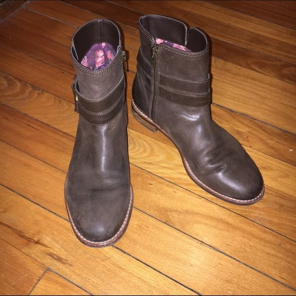 Sperry top-sider boots Size 6, brown. Leather. With buckle details. Floral pattern lining. Worn a few times, still in great condition. Sperry Top-Sider Shoes Ankle Boots & Booties