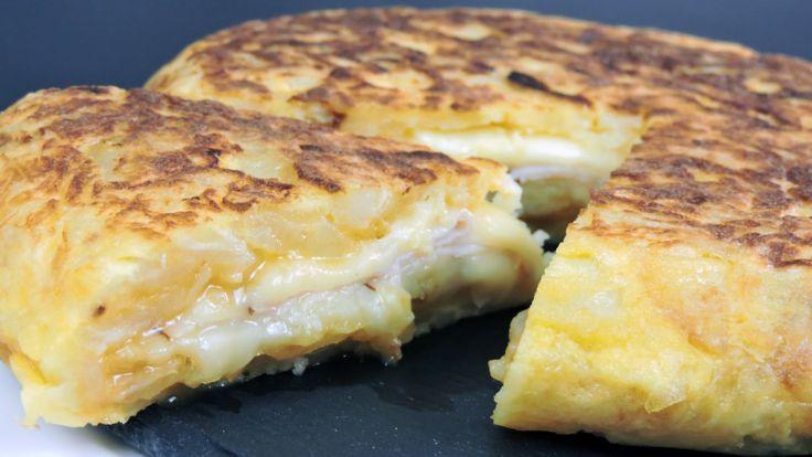 Tortilla de patatas rellena de jamón y queso | Comparterecetas.com