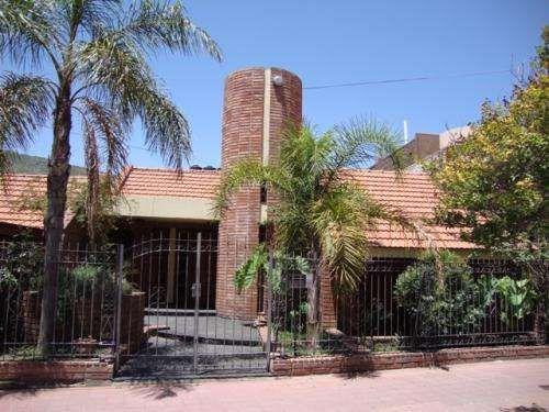 CASA EN CARLOS PAZ, BIEN CÉNTRICA, EN ALQUILER TEMPORARIO, CON PILETA, temporada 2015 Muy linda casa en Carlos Paz, en alquiler temporario, bien céntrica, ubicada en barrio altamente ... http://villa-carlos-paz.evisos.com.ar/casa-en-carlos-paz-bien-centrica-en-alquiler-id-678552