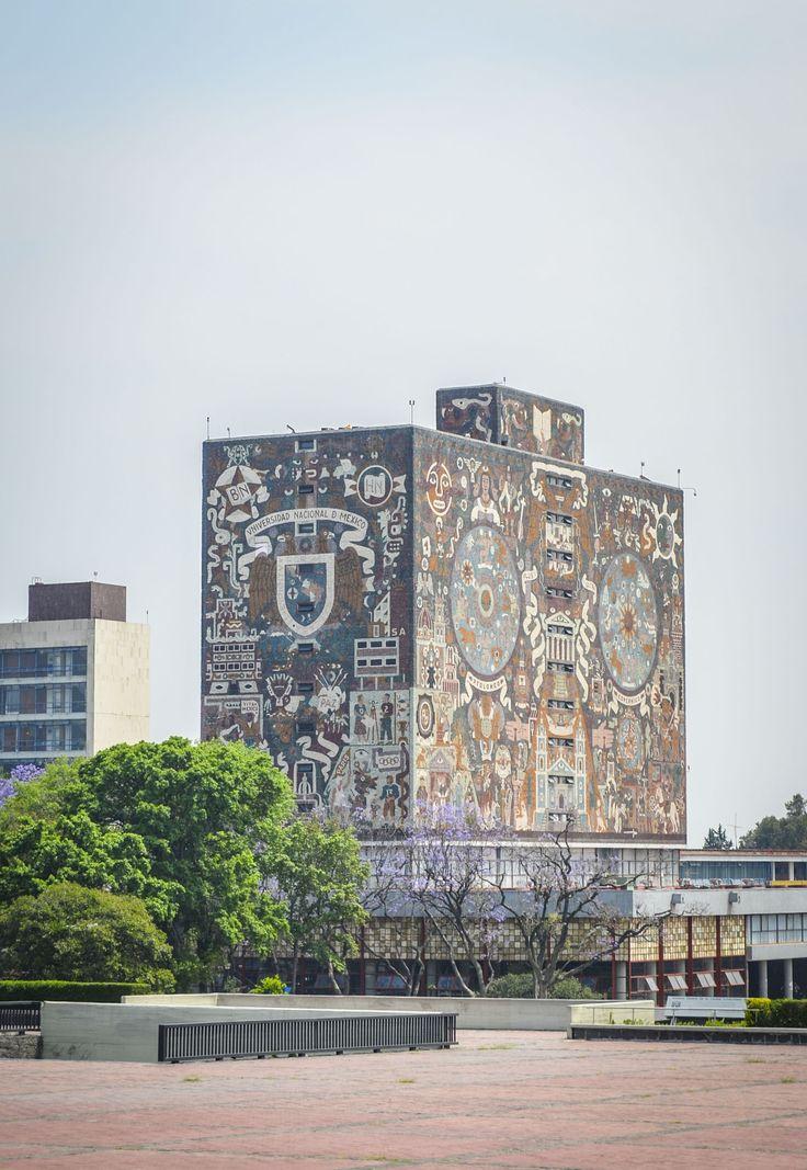 Edificio de biblioteca UNAM en Ciudad Universitaria, México, D.F.