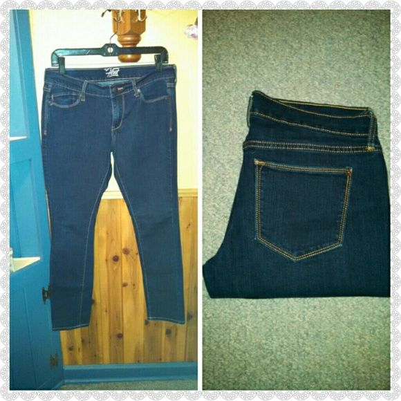The Flirt Denim! For all my thick ladies! These are the jeans for you! Relaxed in the hips and thighs and skinny fit every where else! Perfect fit!  Dark wash size 4! Old Navy Jeans Straight Leg