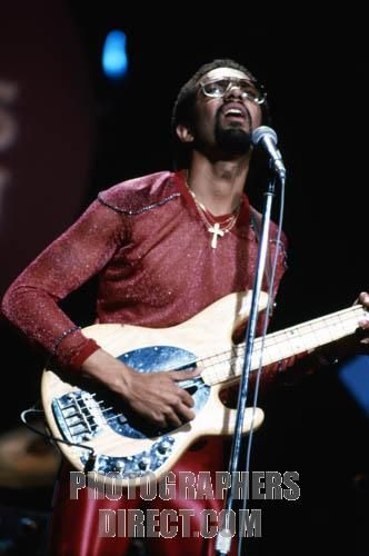 SLAP BASS! Louis Johnson , singing , Los Angeles , USA . Louis Johnson , American musician , singer and bass guitarist , member of the funk / R&B band ...