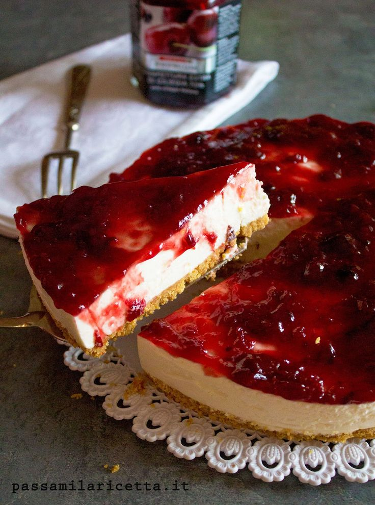 Cheesecake senza cottura con confettura di ciliegie