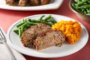 Le mélange à farce rend ce pain de viande délicieusement moelleux, tandis que la sauce barbecue en relève la saveur. Tout pour en faire un classique des soirs de semaine!