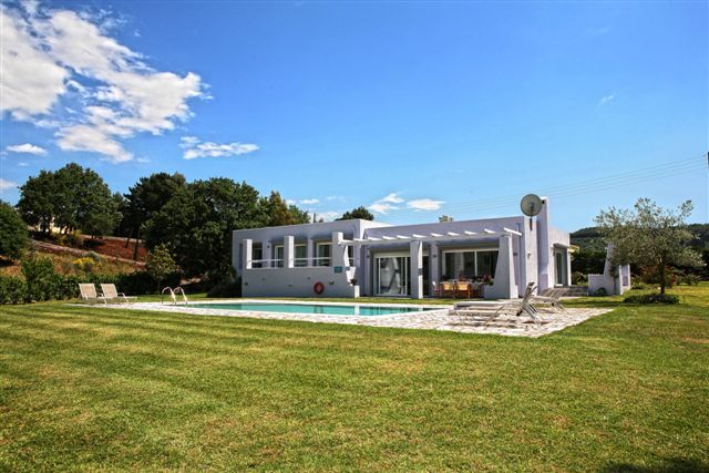 For Sale Villa, Kassiopi, Avlaki, 208 sq.m.,  Price: 1.200.000€   Agent: Maria Mishelle Rouva  Tel: +30 26610 23032 / +30 26610 86025 Mob: +306932907894  e...