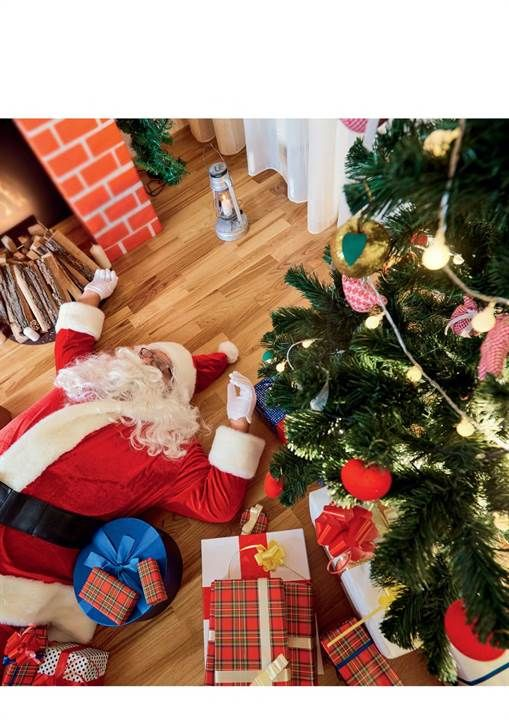 Already dreading the Christmas chaos? Click through for 10 tips for surviving the festive season!