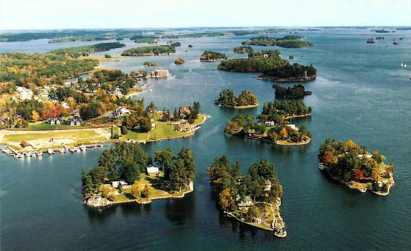 The Thousand Islands is an archipelago consisting of exactly 1,864 islands that straddles the Canada-U.S. border in the Saint Lawrence River...