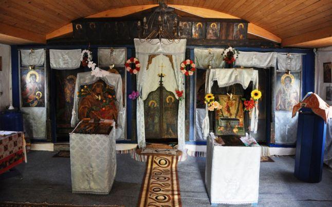 CONSTANŢA. Aproape de peştera unde a trăit Sfântul Apostol Andrei, din  pământ şi nuiele au răsărit trei bisericuţe la care s-au închinat  ortodocşii pe vremea Imperiului Otoman.
