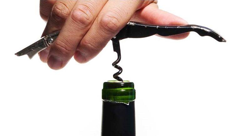 ¿Tapón de corcho o sintético? Debate de alta tensión en la industria del vino http://www.vinetur.com/2013032011881/tapon-de-corcho-o-sintetico-debate-de-alta-tension-en-la-industria-del-vino.html