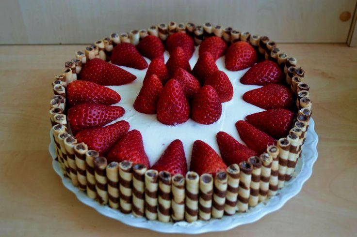 Tort cu crema de ciocolata, mascarpone si capsune/ Sponge cake with chocolate cream, mascarpone and strawberries