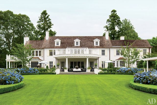Yes, this Hamptons house is faboo, but I'm intrigued by the blue hydrangeas surrounded by hedges.