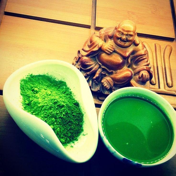 Маття, или матча ((яп. 抹茶) представляет собой чайное сырье в виде мелкоизмельченного порошка, ярко-зеленого цвета, которое является самым дорогим в Японии и применяется в традиционной чайной церемонии, где его заваривают в густой концентрации.  Традиционное маття чаепитие Как уже говорилось, маття — основной сорт зеленого чая, который используется в японском ритуале чайной церемонии, где чай подают дважды — в густом виде, процесс и чай носят название — «койча», и в жидком — «юзюча». Густой…