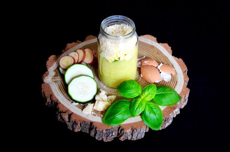 Recette de petit pot courgette et oeuf brouillé au basilic et parmesan (Dès 10 mois). Le fromage dans l'assiette de bébé, un délice !