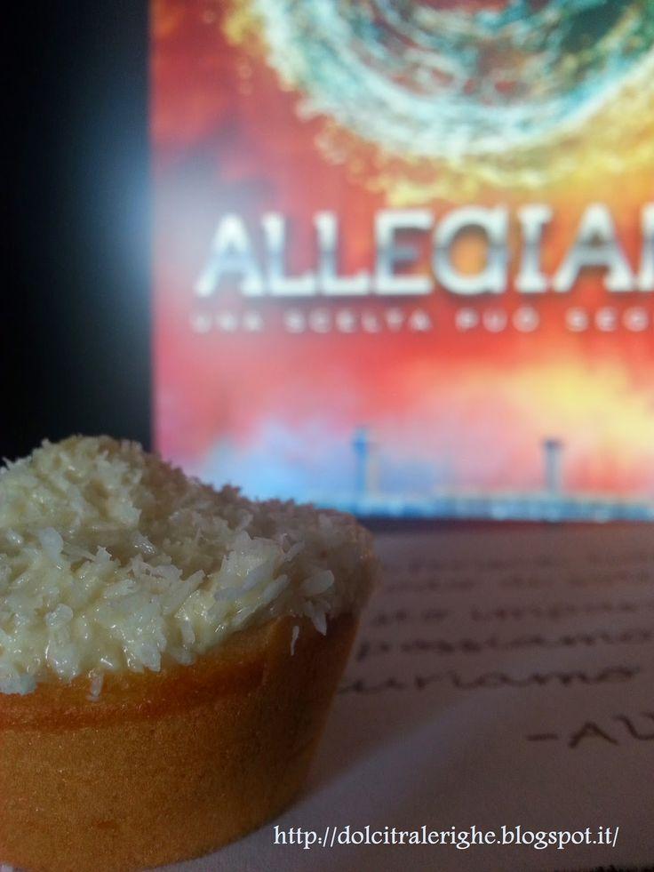 Dolci tra le righe: Allegiant di Veronica Roth con Muffin alle Banane con copertura di Cioccolato e Cocco. http://dolcitralerighe.blogspot.it/2014/05/allegiant-di-veronica-roth-con-muffin.html