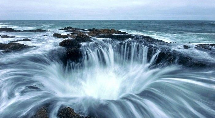 Thor's Well – «врата в подземелье». Мыс Перпетуа, Северная Америка.