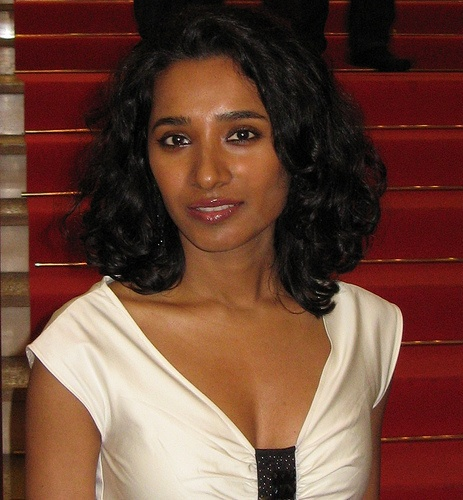 Tannishtha Chatterjee; blessed with such wonderful brown skin tones why do so many Indian women feel compelled to go artificially fair!!