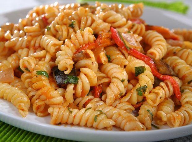 Τριβελάκι με μελιτζάνες και πιπεριές Φλωρίνης