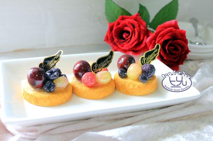 https://www.instagram.com/teaforyout/ https://twitter.com/TeaForYouT  葡萄ケーキをどうぞ Come and taste the grape cake!  #スイーツデコ #フェイクスイーツ #フェイクフード #粘土 #ハンドメイド #手作り #スイーツ #タルト #フルーツ #イベント #デザート #グレープ #SweetsDecoration #FakeSweets #FakeFood #Handmade #Crafting #Clay #Clayart #Sweets #Dessert #Tart #Fruit #grape