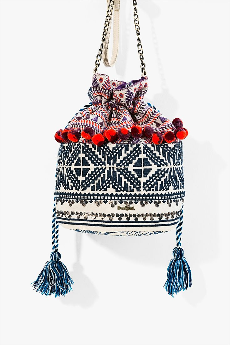 Are you searching your perfect and fashion bag? Discover this Desigual Boho colored ethnic bag!