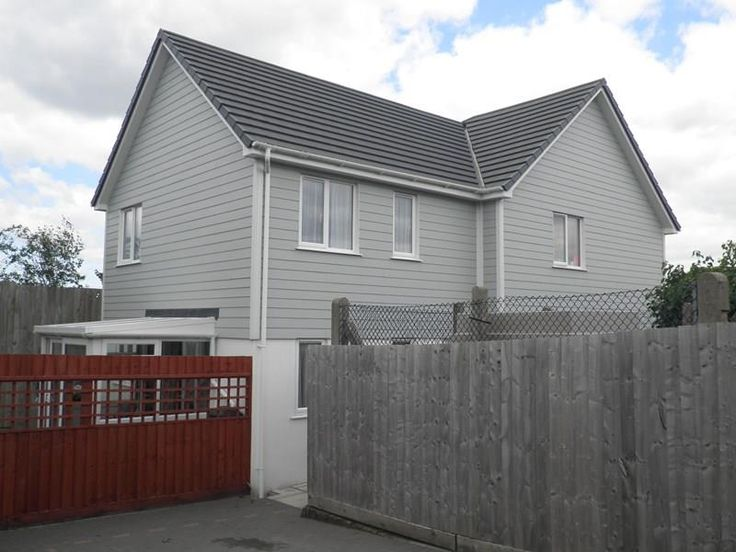 One half of a pair of extremely smart 'New England' style semi detached 2 bed houses built in 2011. Enjoys a pleasant enclosed lawned garden and the benefit of off road parking. Located not far from the Bideford town centre and close to junior and senior schools - £149,950. #bideford #northdevon #devon #southwest #property #estateagent