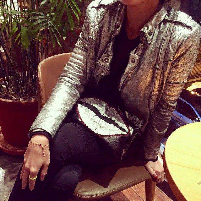 #ootd #오늘 #데일리 #데일룩 #daily #dailylook #muubaa #무빠 #커피 #coffee #중독 #addict #은색 #가죽 #자켓 #silver #leatherjacket #요즘 #맨날 #이옷 #black #leggings #레깅스 #맞팔 #팔로우 #follow #me #vvv #seoul #koreanfashion