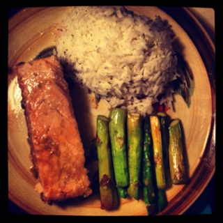 Oven-baked rosemary&lemon salmon, grilled asparagus, and white rice.