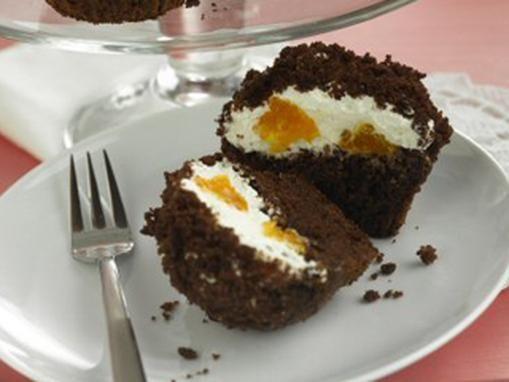 Fruchtige Schokoladenmuffins mit einer Sahne-Mandarinenfüllung (Bake Bread Cooking)