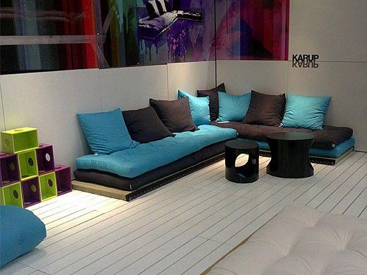 Уютность, компактность и стиль в одном предмете Компактность мебели «Futon» делает любое помещение больше и ярче. Диван днем, кровать – ночью и многофункциональный дива-кровать идеально подходит в комнату для гостей. Кроме того благодаря современному дизайну и ярким цветам он отлично подойдет для детской. Его размеры позволяют ему выступать центральным предмет в гостинной.