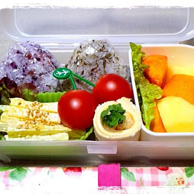 今日のMy弁当~♪ 最近このランチパック1つにまとめるのがお気に入り。 - 25件のもぐもぐ - 今日のお昼(お弁当) おにぎり(梅ゆかり&じゃこ昆布) くるくるサンド(チーズ&生ハム&ブロッコリースプラウト) さつまいものサラダ ミニトマト 柿とりんご by syoko622