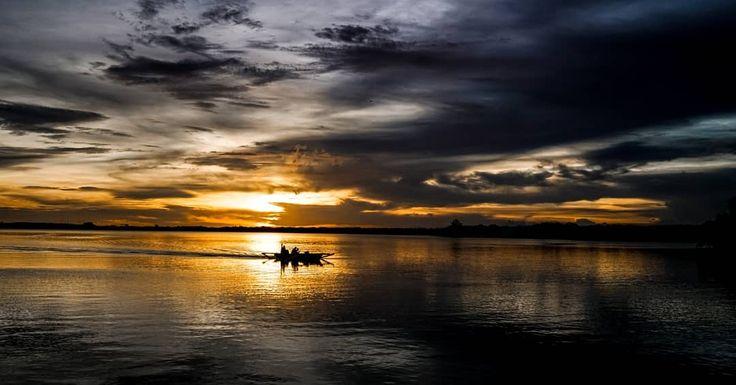 Work work work . . . . . #sail #sailor #sailing #fishing #boat #sunset #sunrise #sun #cloud #dark #clouds #sky #sea #beach #bali #sonyimages #sonya7rii #sonyalpha #sonycamera #1635mm #zeiss #lens