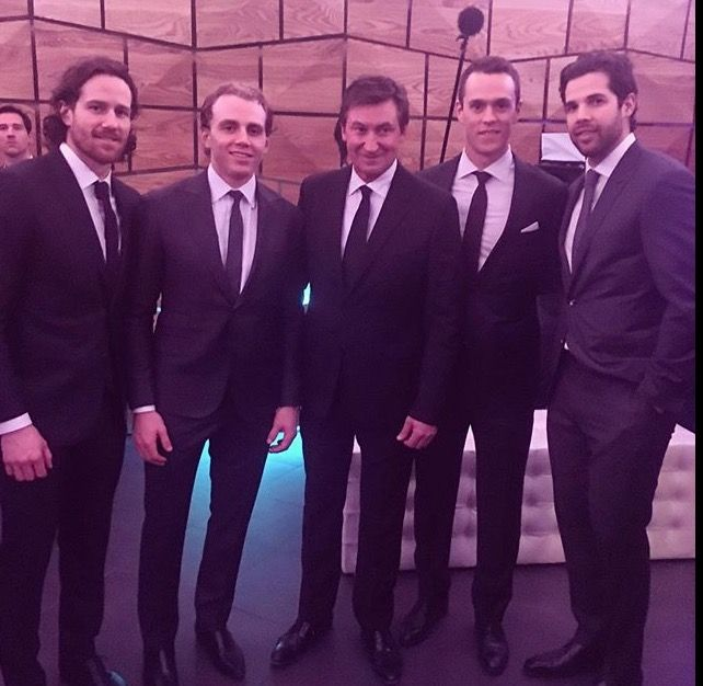 Wayne Gretzky and the 4 Blackhawks representatives at the 2017 NHL All Star Game. (Left to Right) Duncan Keith, Patrick Kane, Wayne Gretzky, Jonathan Toews, and Corey Crawford
