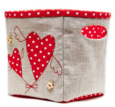 Linen basket with tutorial - love the fabrics and embellishments!