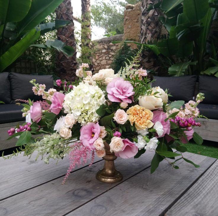 """21 Me gusta, 1 comentarios - Floristerías Brisa (@floristeriabrisa) en Instagram: """"Última #boda de #spetiembre en #masiavictoria desde Australia 🇦🇺 a Sitges 💛💛💛💛💛💛💛Last #wedding of…"""""""