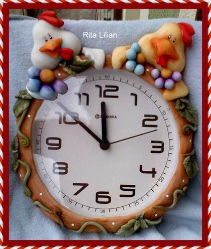 relógio de parede decorado com biscuit
