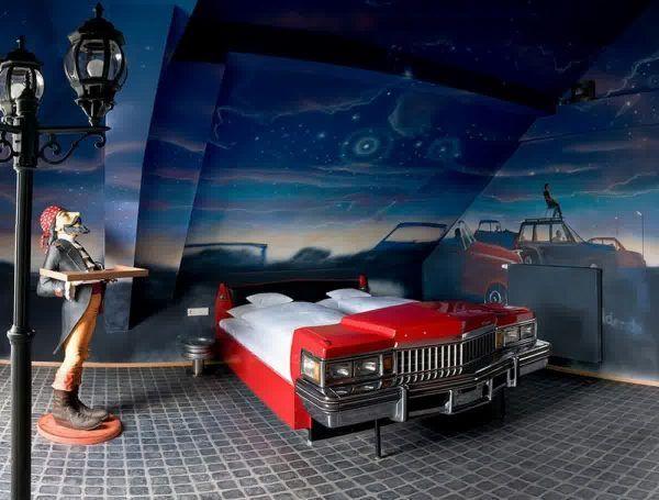 Кровать в спальню для мальчика в виде машины