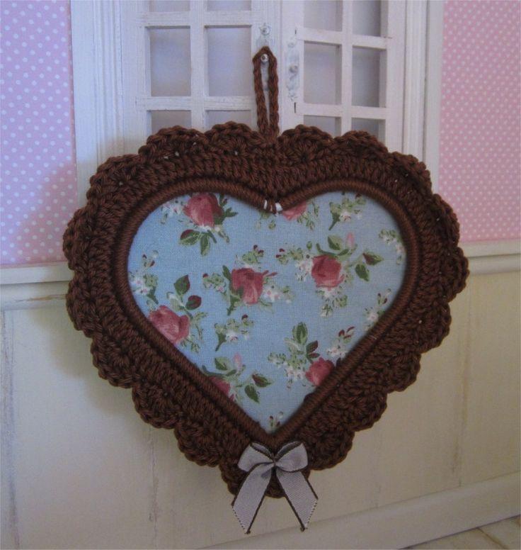Petit cadre coeur marron avec bordure au crochet : Décorations murales par atelier-crochet