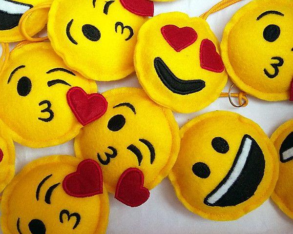 Novidade na Novi Artes: Chaveiro em Feltro Emoji.