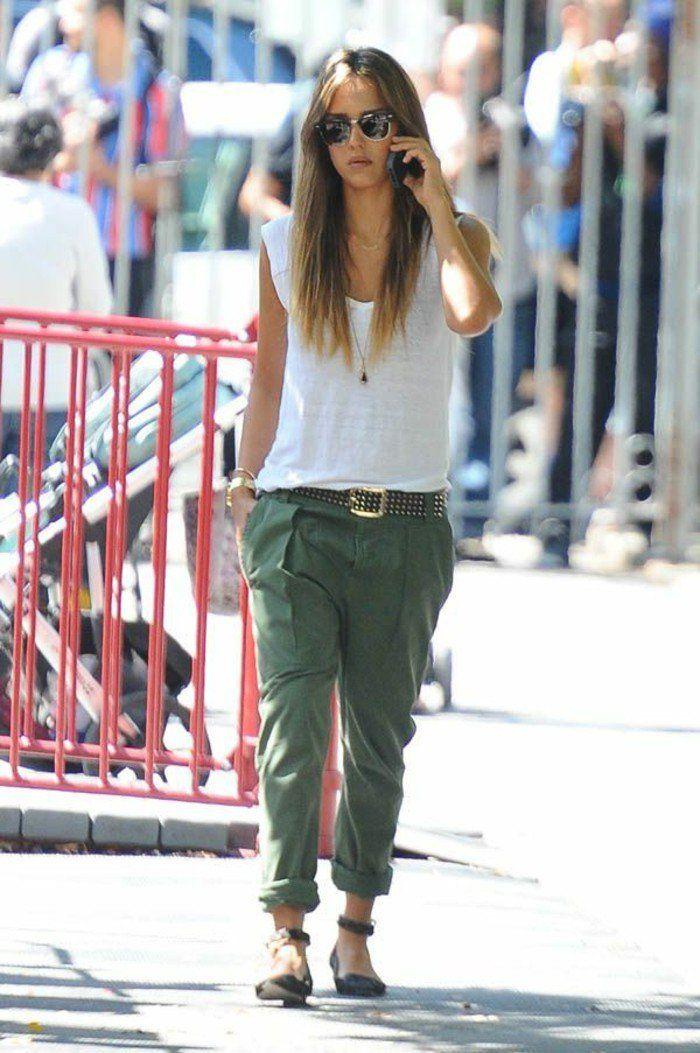 tenue avec pantalon kaki, vision décontractée, Jessica Alba